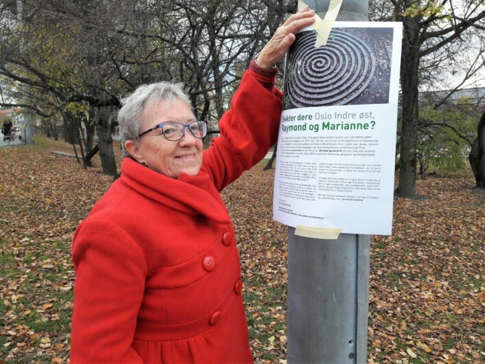 Gerd Bånerud har over 70 års fartstid i parken på Klosterenga. – Da vi var barn og lekte her, gikk det vakter med batonger utenfor fengselsmuren. Kom vi for nær muren, fikk vi kjeft, forteller Bånerud. Foto: Anders Høilund