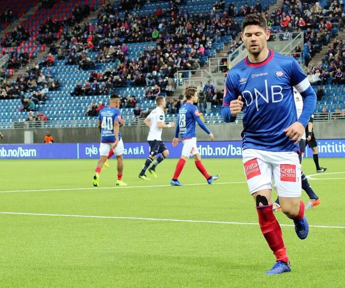 Etter 75 minutter var det slutt for Vålerengas kaptein Daniel Fredheim Holm. Inn kom Abdisalam Ibrahim. Foto: André Kjernsli