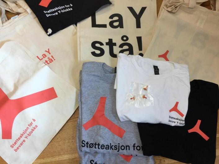 """Vesker med """"La Y stå"""" og andre artikler selges for å finanisere kampen for å bevare Y-blokka. Foto: Støtteaksjone for bevaring av Y-blokka"""
