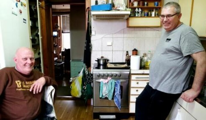 Jan Buchowski og Tadeusz Pinas bor i Opplandsgata. De er sjokkert over å høre om rivningsplanene. Foto: Natasza Bogacz