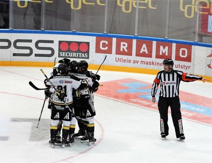 Oillers øker til 2-0. Foto: André Kjernsli