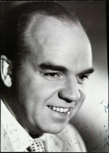 """Henki Kolstad. Påskrift: """"Min venn Arvid med hilsen og takk for hygge på og utenfor scenen. Henki. Chat Noir 1959."""" Foto: Ukjent/Oslo Museum"""