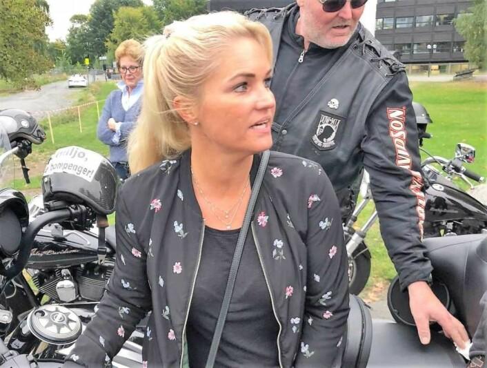 Cecilie Lyngby og aksjonen Ja til miljø, Nei til økte bompenger møtte igjen stengte dører hos alle partier unntatt Frp i Oslo bystyre. Foto: Privat