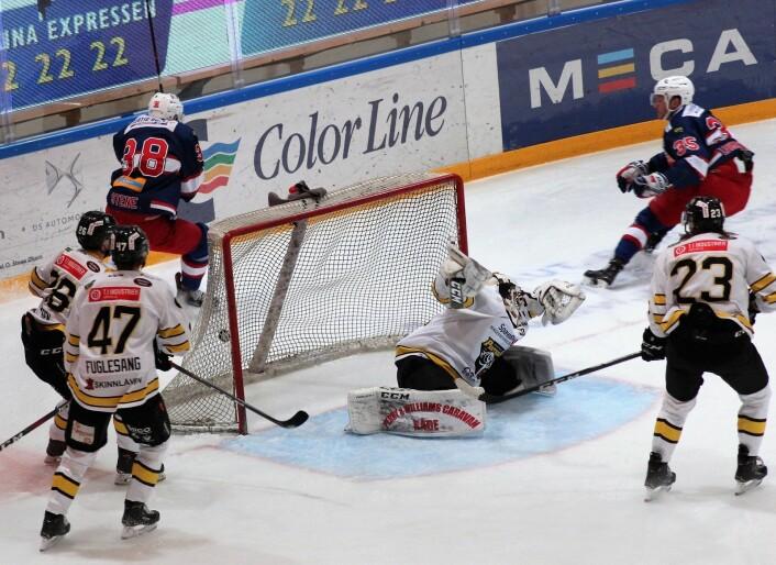 Martin Laumann Ylven, nr 35, kan konstantere at han har doblet VIF-ledelsen til 2-0. Foto: André Kjernsli