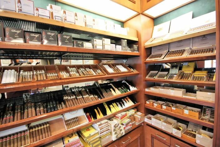 Inne i humidoren finner du sigarer i alle prisklasser. Foto: André Kjernsli