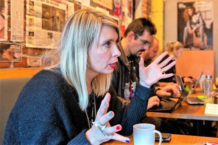 Alexandra Stølen sitter på festivalkontoret på Kulturhuset ved Youngstorget. Foto: Morten Lauveng Jørgensen