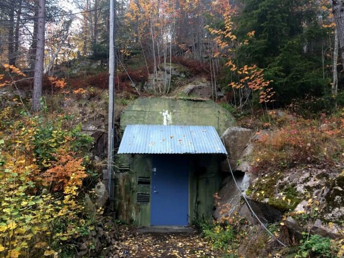 Fjellanlegget under Holmenkollbakken ble bygget som hovedkvarter for Det tyske luftforsvaret. I etterkrigstiden ble anlegget overtatt av Forsvarsbygg og solgt til Oslo Kommune i 2007. I dag står anlegget tomt. Deler av det er fredet. Foto: Pål Velo