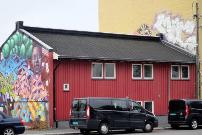 Denne barnehagen er delvis renovert etter brann. Bygget skal rehabiliteres og blir sannsynligvis en erstatningsbarnehage. Foto: Pål Velo