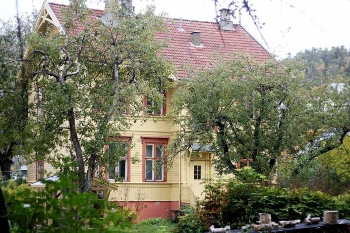 For ti år siden vedtok bystyret at sveitservillaen i Ormsundveien 14 skulle være et beboerdrevet byøkologisk prosjekt. Bygget leies av Eiendoms- og byfornyelsesetaten. Foto: Pål Velo