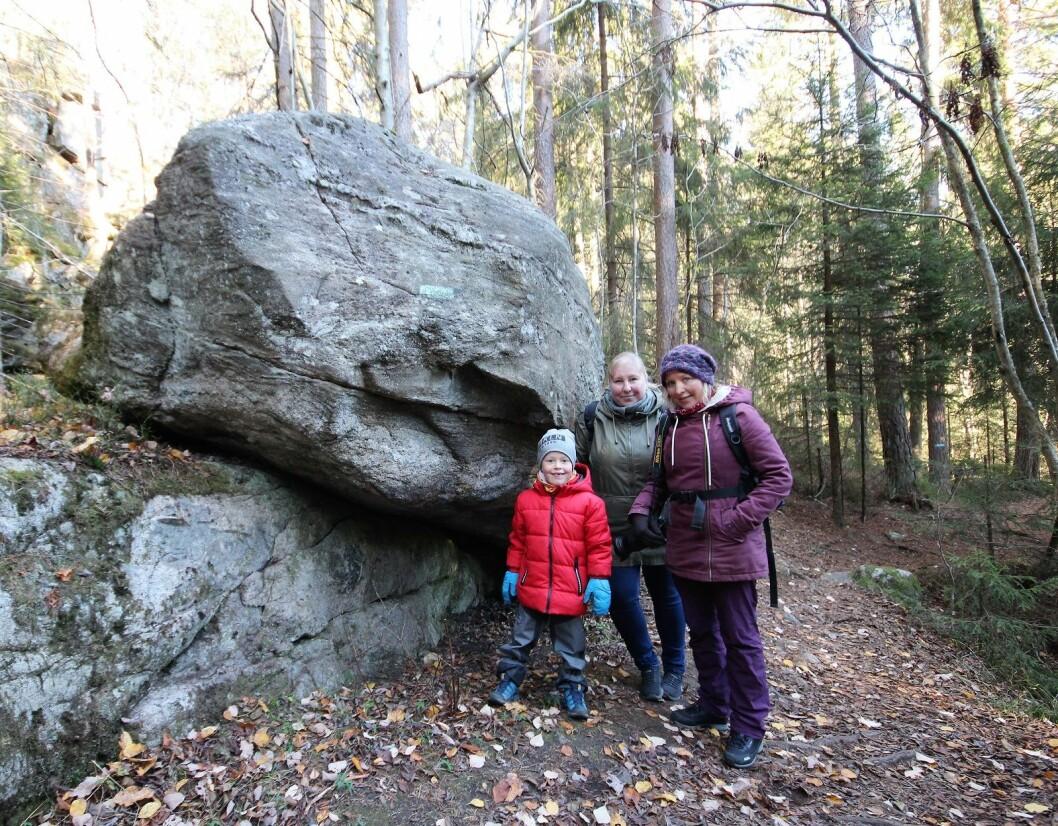 Mika er på tur med søstrene Sara Linea og Katja Johanne. Foto: André Kjernsli