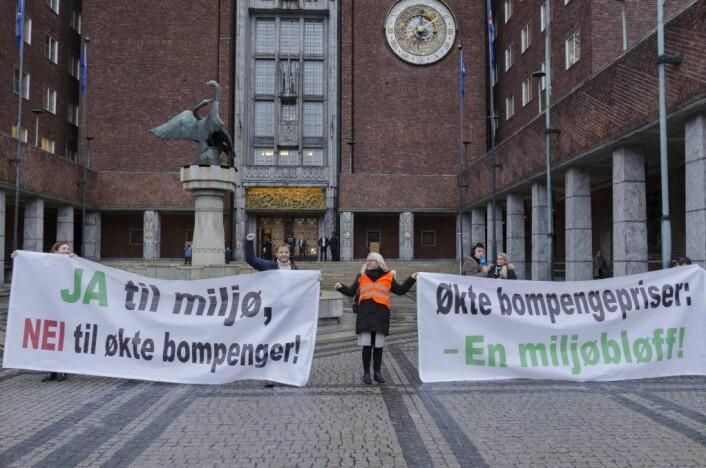 Omlag 4.000 demonstranter samlet seg utenfor rådhuset for ett år siden. Foto: Morten Lauveng Jørgensen