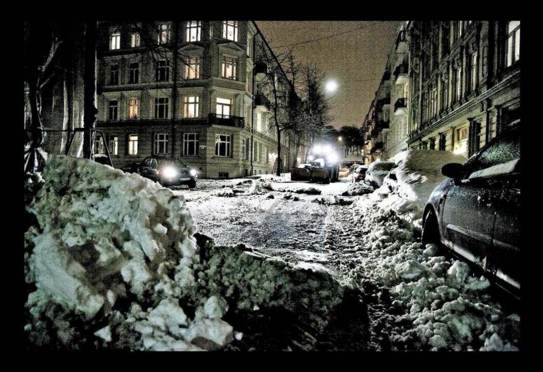 Selv om Oslos gater kunne se slik ut sist vinter, uttrykker både politiet og ambulansetjenesten at de var tilfreds med kommunens vintervedlikehold. Foto: Bymiljøetaten