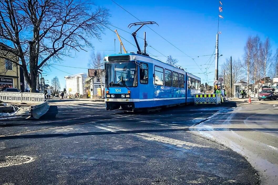 Sporveien utbedrer Ekebergbanen. Det er kommunen som jobber med forholdene for syklende og gående. Foto: Sporveien