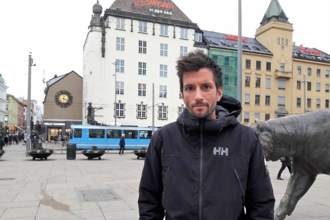 Kenneth Kilde er en av 20 beboere i Louises gate 30 som må finne seg en ny jobb etter nyttår. Et nytt sted å bo trenger han også innen ett år. Foto: Anders Høilund