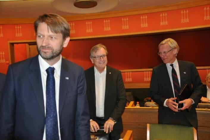 Høyres gruppeleder Eirik Lae Solberg (til venstre) med partifellene Per Trygve Hoff og James Stove Lorentzen. Foto: Arnsten Linstad
