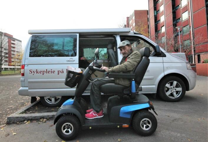 Helge er strålende fornøyd med sin nye kjøredoning og inviterer til å kjøre om kapp. Foto: André Kjernsli