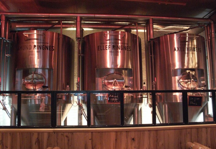 Øltanker med navn på grunnleggerne. Foto: Tor A. Svendsen