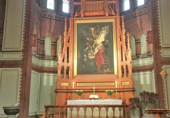 Altertavlen i Sagene kirke er en kopi av altertavlen i katedralen i Antwerpen: Nedtagelsen av korset, av Rubens. Foto: Kjersti Opstad