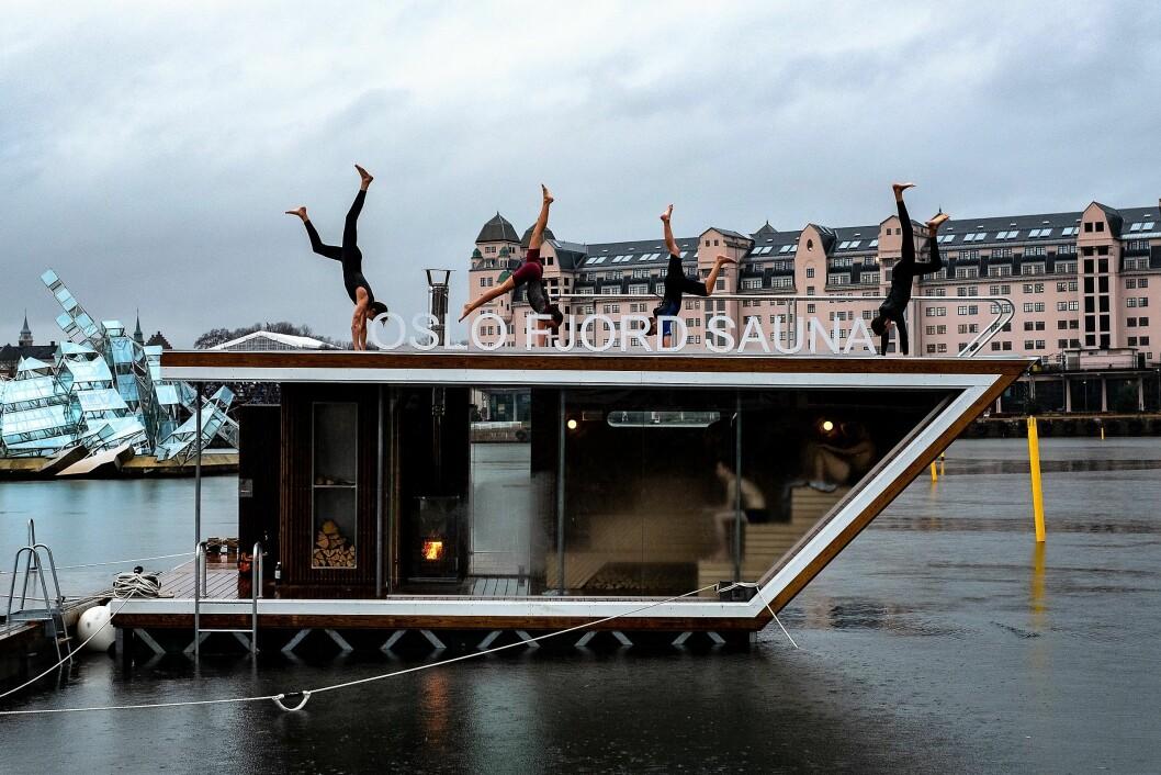 Oslo Fjord Sauna er offisielt åpnet. Her fra tjuvåpningen på søndag. Foto: Erik Holland Haukebø