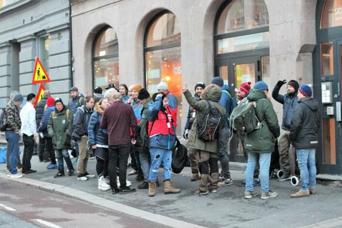 Mange utålmodige =Oslo selgere venter på sine eksemplarer av årets julebok. Foto: André Kjernsli