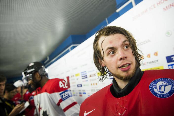 Ishockey-VM 2014. Norges keeper Steffen Søberg (t.h) og Canadas Joel Ward etter VM-kampen i Minsk, Hviterussland. Foto: Fredrik Varfjell / NTB scanpix
