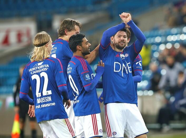 Eliteserien 2015. Vålerengas Elias Mar Omarsson og Gahyas Zahid gratulerer Daniel Fredheim Holm med 3-1 scoringen mot Sarpsborg. Foto: Vidar Ruud / NTB scanpix