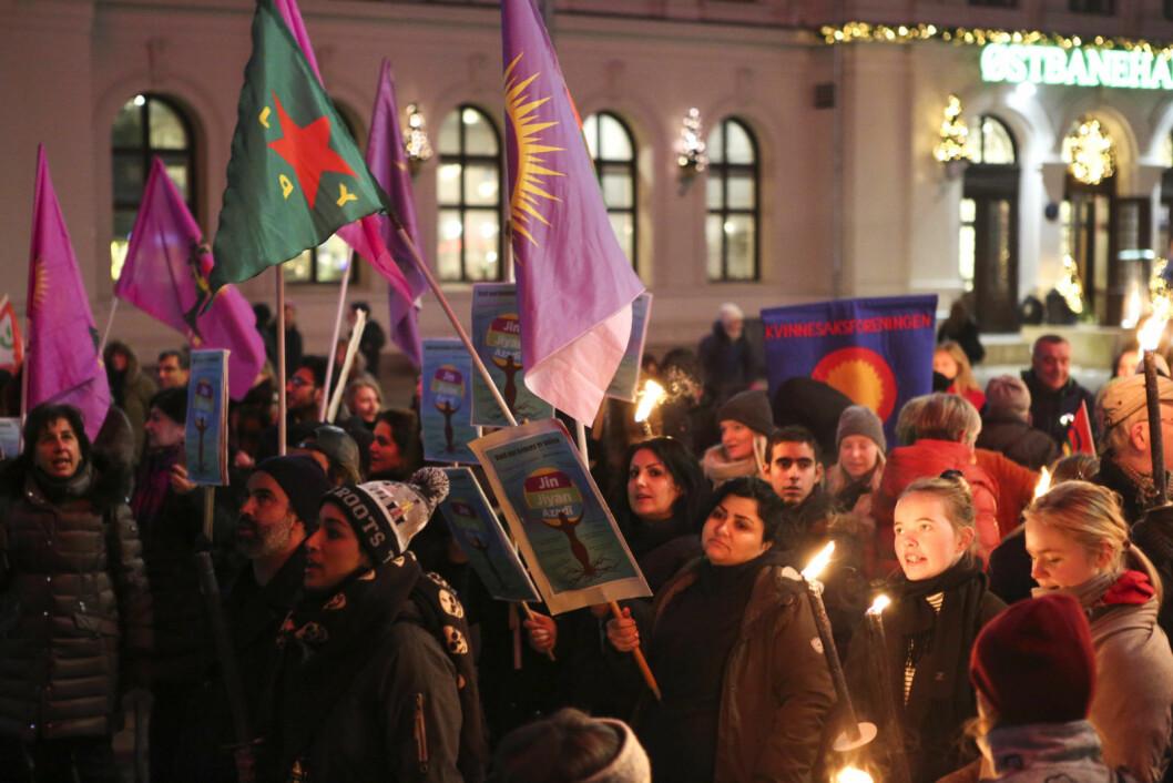 Fakkeltog i forbindelse med FNs internasjonale dag for avskaffelse av vold mot kvinner.  Foto: Fredrik Grønningsæter / NTB Scanpix