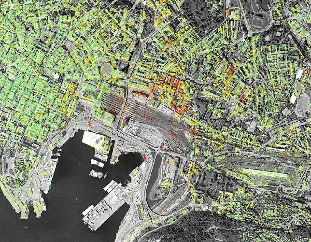 Satelittbilder som dette blir gratis tilgjengelig på NGUs nettsider fra torsdag. De røde punktene viser hvor deler av Bjørvika synker med opp til 3 centimeter årlig. Foto: NGU