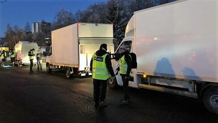 Det var varebiler under 3500 kilo som ble kontrollert. En rekke mangler ble funnet. Foto: a-krimsenteret i Oslo