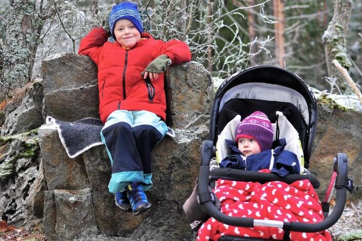 Mika har fått seg sin helt egen trone inne i Østmarka. Turfølgets minste, Silja, har rullende trone hele tiden. Foto: Katja Johanne Pihl
