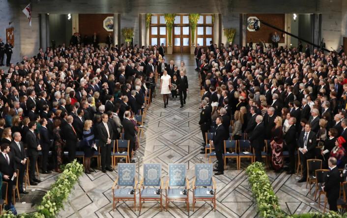 Den 10.desember hvert år rettes verdens øyne mot Oslos rådhus. Her fra fjorårets fredsprisutdeling til ICANs leder Beatrice Fihn og ICAN-aktivist og Hiroshima-overlever Setsuko Thurlow. Foto: Berit Roald / NTB scanpix