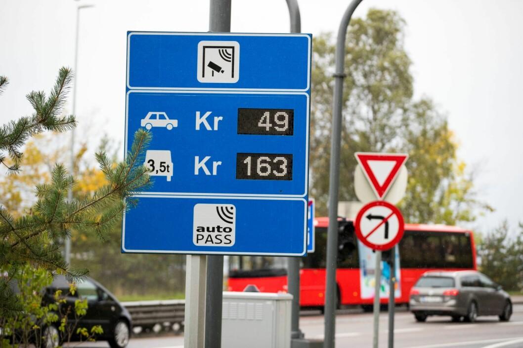 Litt flere biler passerte bomringen i november i år enn i fjor. Her fra bomstasjon langs Mosseveien. Foto: Heiko Junge / NTB scanpix