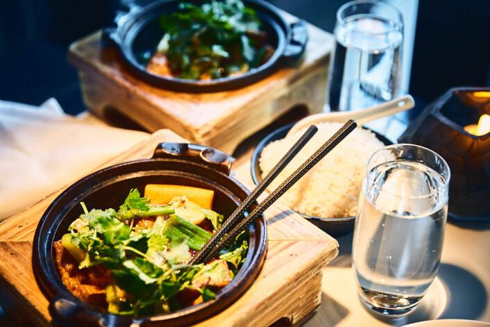 Vi fikk servert deilig tofu og to ingredienser vi ikke kjente igjen. Foto: Kristin Svanæs-Soot