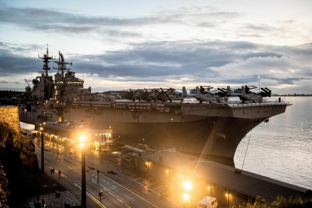 USS Iwo Jima ligger til kai ved Akershus festning med helikoptere på dekk. Foto: Vidar Ruud / NTB scanpix