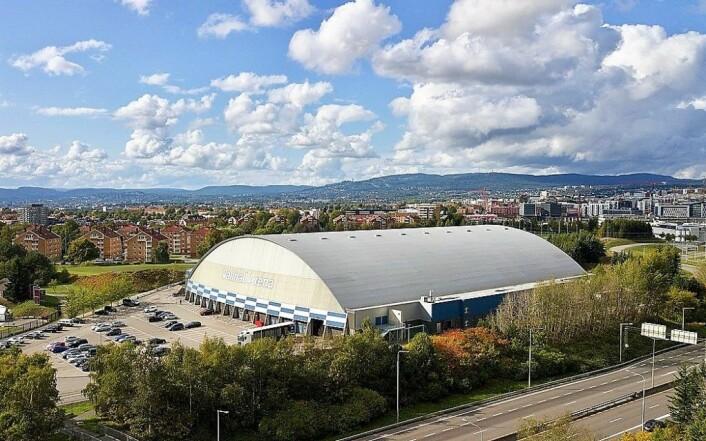 Kunstgresset i Vallhall Arena tålte ikke å bli vannet gjennom sesongoppkjøringen til Vålerenga Fotball forrige vinter. Foto: Kjetil Ree / Wikimedia Commons