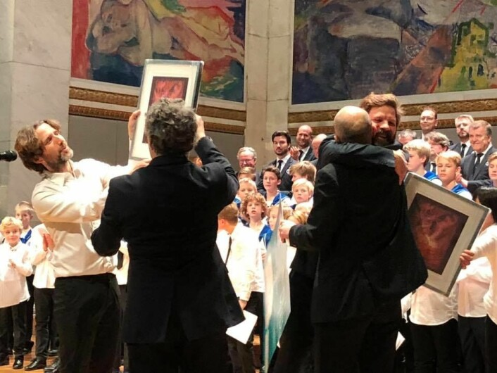 Dirigent Sindre Beitohaugen og dirigent Marius Astrup Thoresen mottar pris. Foto: Elise Nyborg Eriksen