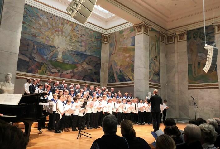 Bislett guttekor synger i universitetets aula. Foto: Martin Henrik Andresen