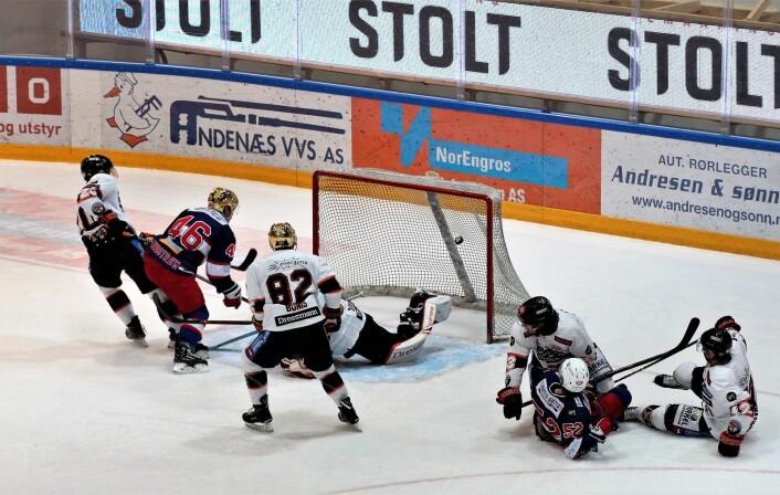 Lindstrøm setter inn 3-1 til Enga. Foto: André Kjernsli