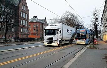 Bil kjørte inn i tre parkerte biler på Tøyen