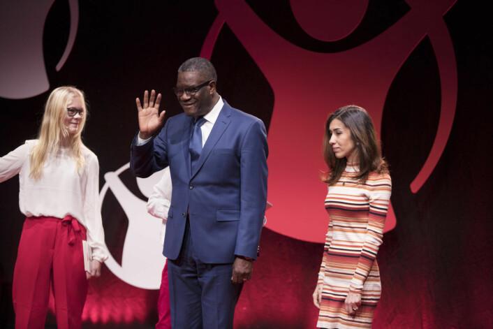 Denis Mukwege (t.v.) og Nadia Murad under Redd Barnas Fredsprisfest på Nobels Fredssenter mandag. Nadia Murad og Denis Mukwege tildeles Nobels fredspris for sin kamp mot seksualisert vold brukt som våpen i krig og væpnede konflikter. Foto: Terje Pedersen / NTB Scanpix