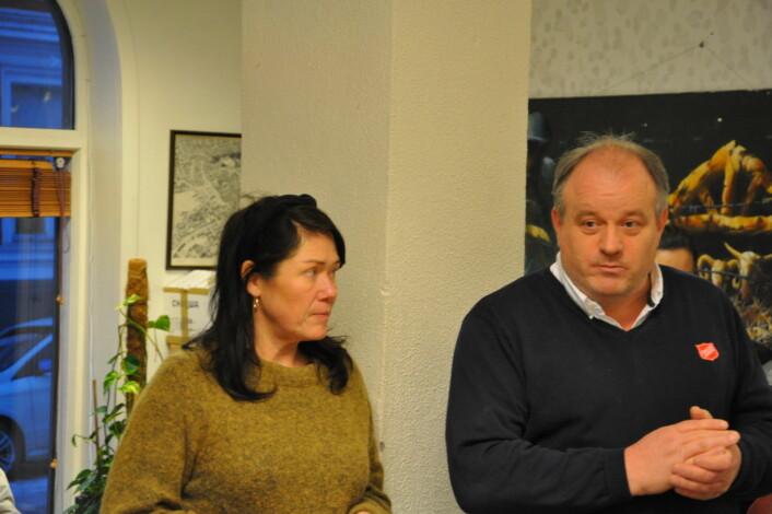 � Vi er takknemlige for at Rødt sto på for oss i budsjett-forhandlingene med Ap, SV og MDG, sier Frode Woldsund i Frelsesarmeen. Til venstre står daglig leder ved Jobben i Arups gate, Jorunn Mathisen. Foto: Arnsten Linstad