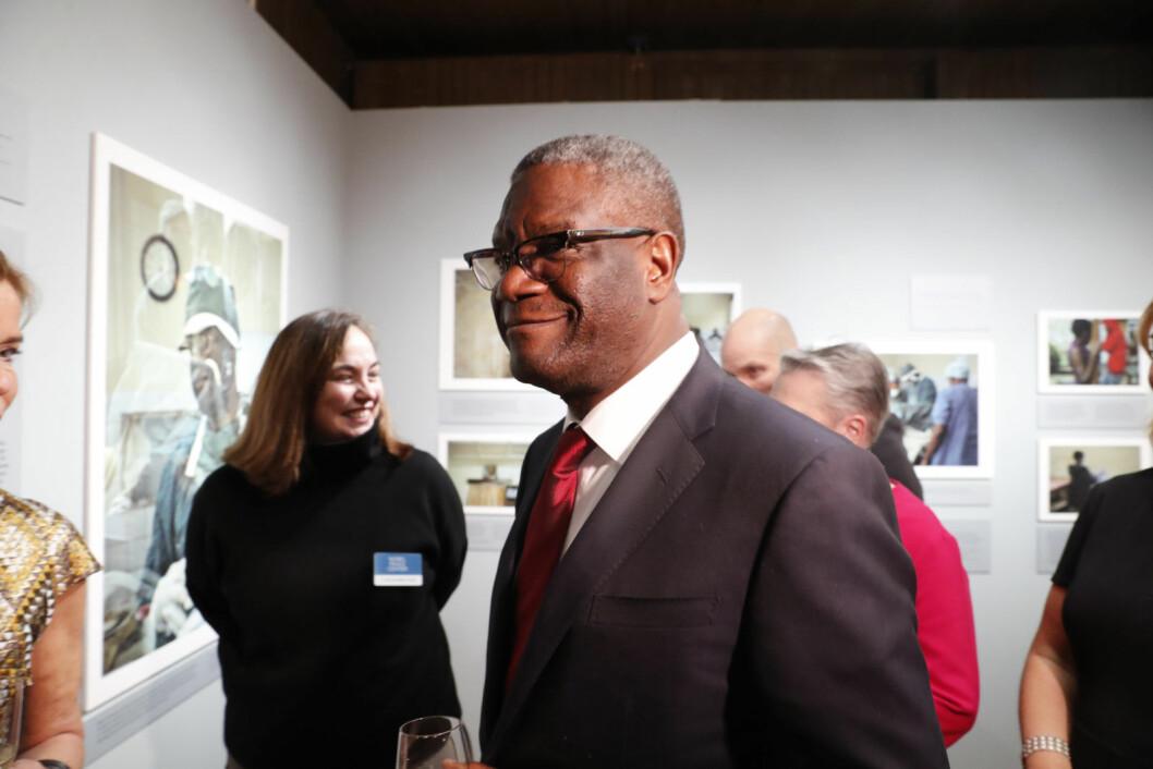 "Fredsprisvinner Denis Mukwege under åpningen av fredsprisutstillingen ""The Body as a Battlefield"" på Nobels fredssenter. Foto: Terje Bendiksby / NTB Scanpix"