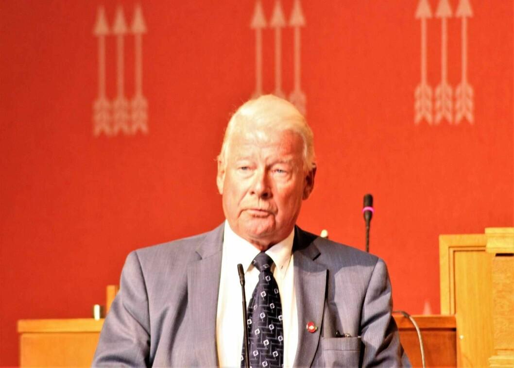 Carl I. Hagen mener elbilene må betale full avgift i bomringen, akkurat som andre biler. Foto: André Kjernsli