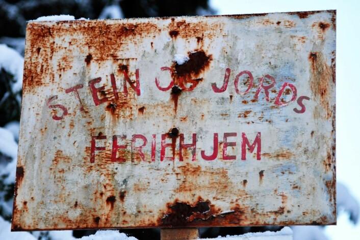 Skiltet forteller historien om den gang fagbevegelsen sørget for at arbeidsfolk hadde et sted å dra til i ferien. Foto: Katja Johanne Pihl