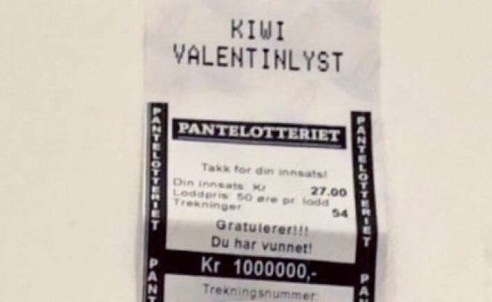 Slik ser en million kroner ut når du vinner i pantelotteriet. Denne lappen er fra en butikk i Trondheim. Foto: Røde Kors / Pantelotteriet