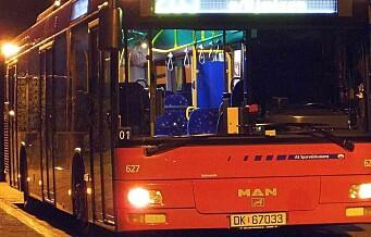 11 personer pågrepet etter amper stemning på 37-bussen
