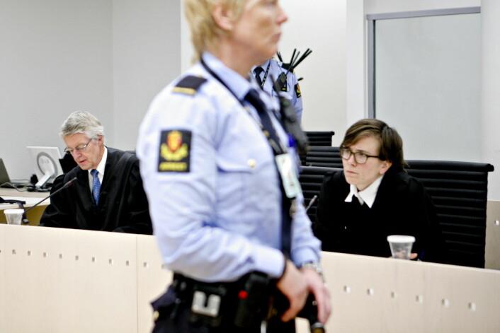 Advokat Harald Stabell og Maria Bergram Aas i aksjon i Oslo Tingrett. Foto: Anette Karlsen / NTB Scanpix