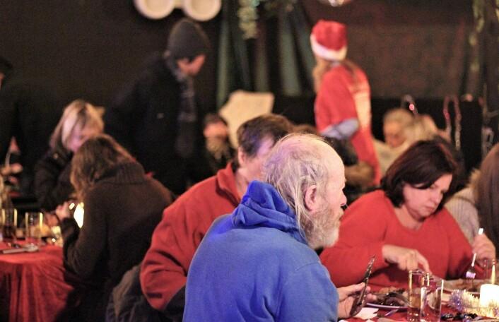 Gjestene hygger seg. Foto: André Kjernsli