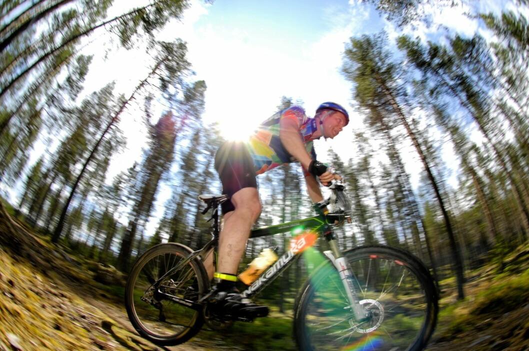 Neste år kan det blir tillatt å sykle elsykkel i Oslomarka, dersom regjeringens forslag om å endre markaloven får flertall på Stortinget. Men mange store aktører motsetter seg planene. Illustrasjonsfoto: Lars Sjöqvist / flickr