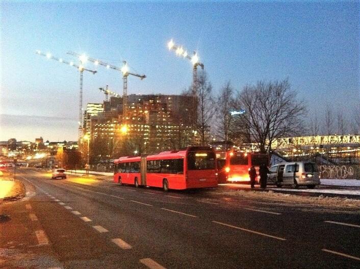 Når nyttårsferingen er over står nattbussene til Ruter klar til å ta deg trygt hjem. Foto: Oslosykkel / flickr